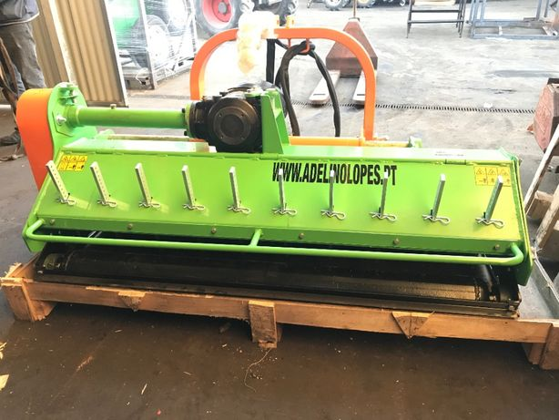triturador de martelos 1,55 mts hidraulico com martelos 1,3 kg