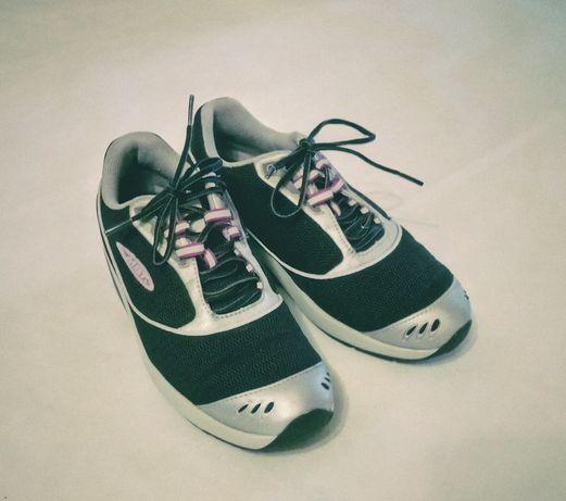 Беговые кроссовки MBT