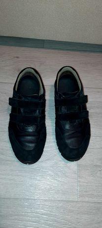 Кроссовки кожаные на липучке