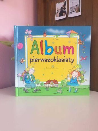 """""""Album pierwszoklasisty"""" Joanna Malinowska"""