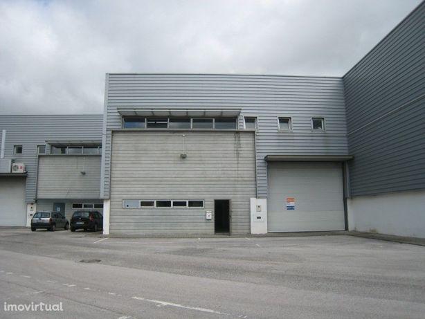 ALVERCA - Armazém com 700 m2