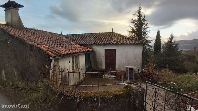 Casa para recuperar em Calheiros