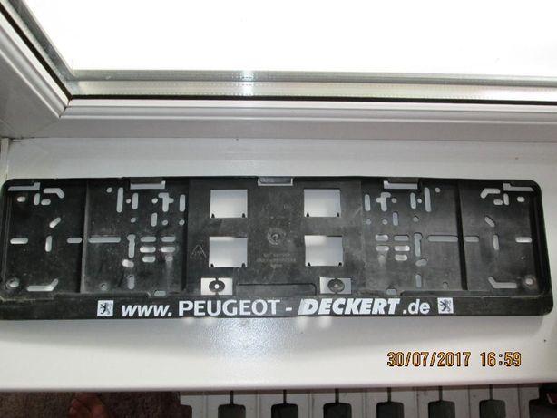 Рамка для госномера автомобиля Peugeot deckert. Пластик.Лекго крепится