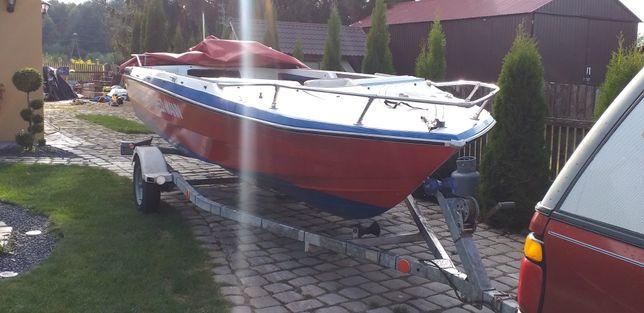 Łódka motorowa Glastrom 5,5m x 2,3m.