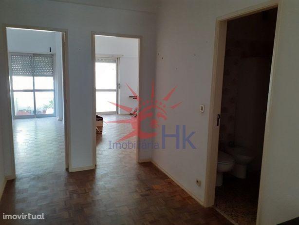 Apartamento T2 com arrecadação em Oeiras