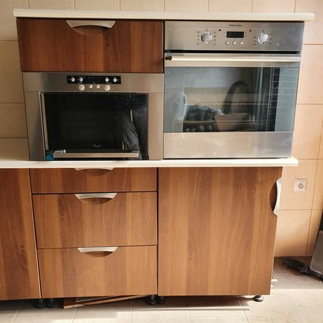 Piekarnik i mikrofalówka z zabudową kuchenną, kuchnia meble
