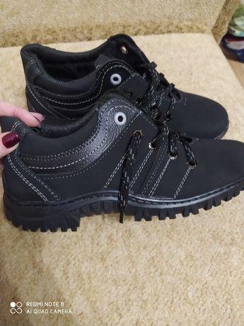 Продам туфли-кроссовки мужские