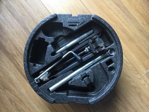 Zestaw Lewarek klucz hak śruba do holowania VW Skoda Seat AUDi