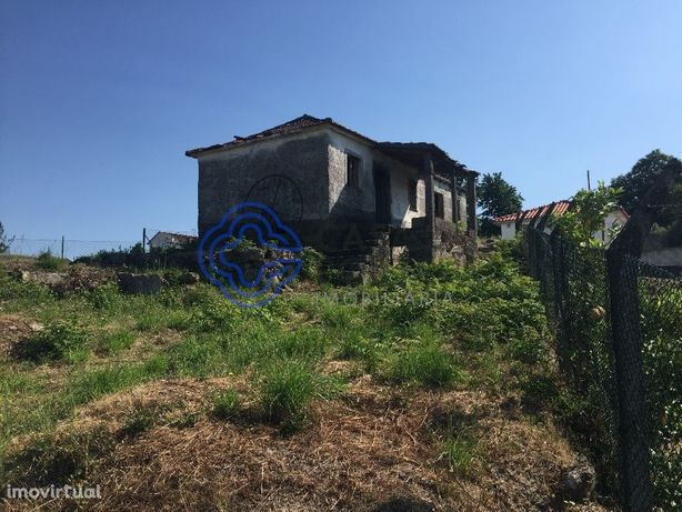 Terreno c/ casa para restauro