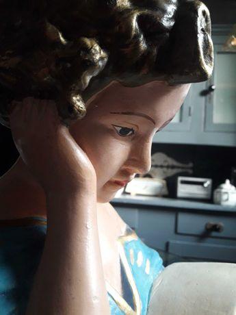 Dziewczynka z książką zabytkowa figura