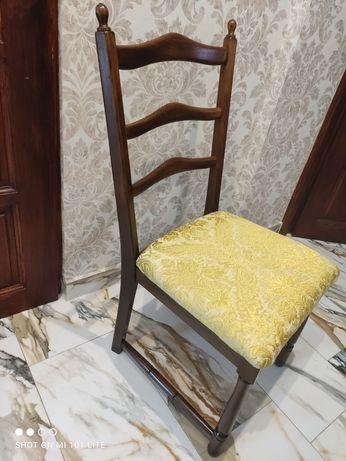 Piękne włoskie krzesła
