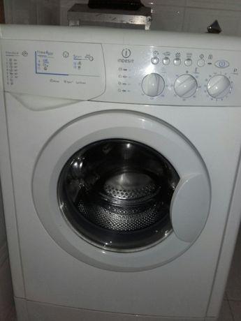 Máquina lavar/secar roupa Indesit avariada