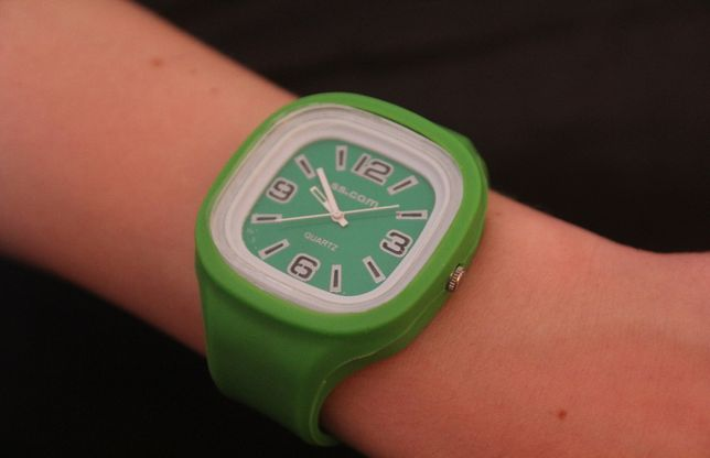 Zielony zegarek na rękę