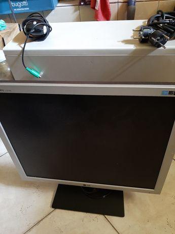 Komputer stacjonarny z monitorem.