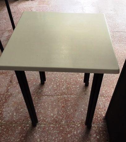 Mesas e cadeiras de restaurante 1 + 4 = 50€