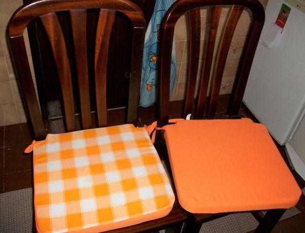 Mesa de cozinha e quatro cadeiras