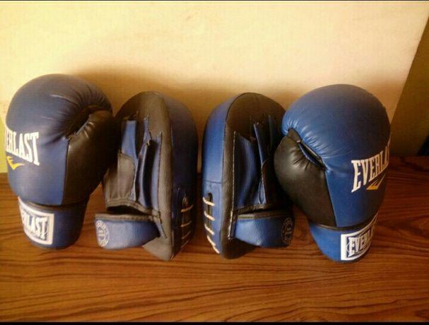 Боксерские перчатки,и лапы