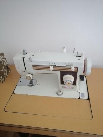 Máquina de costura com zigzag