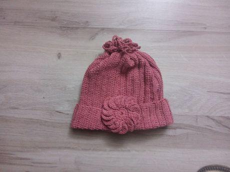 Różowa czapka dziecięca ręcznie robiona na szydełku