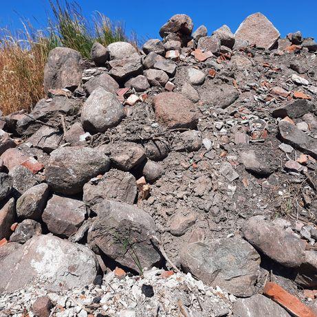 Oddam za darmo. duży kamień na skalniaki.