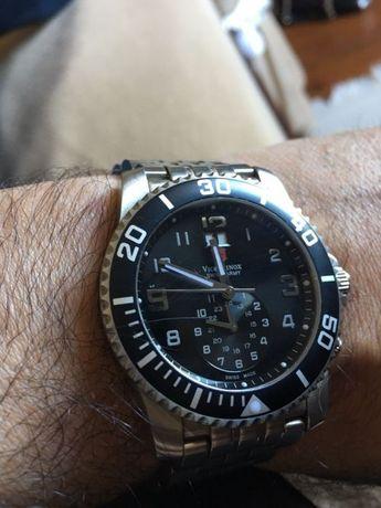 Relógio suíço em aço, Victorinox (vendoTous)