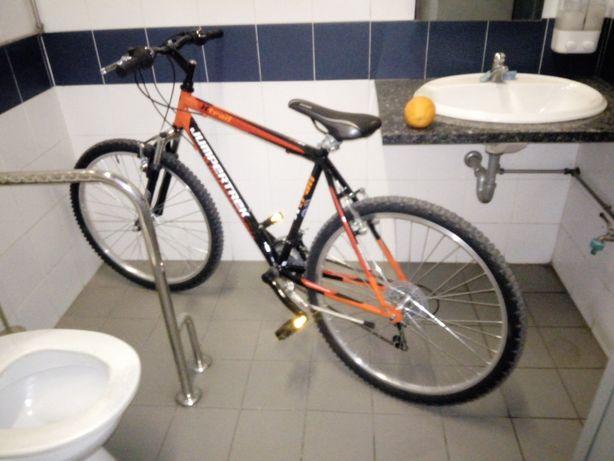Vendo bicicleta de montanha nova com luz á frente e luz de stop atrás