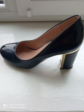 Туфлі шкіряні лаковані