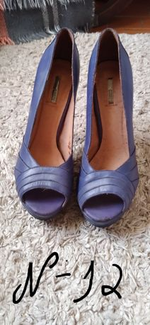 Sapatos usados de mulher