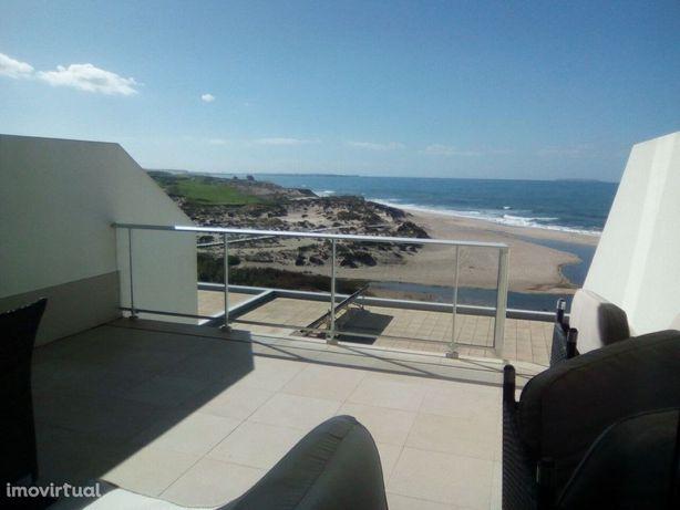 Moradia em frente á Praia D´el Rey