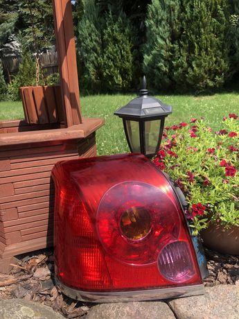 Lampa tył lewa Toyota Avensis t25 Sedan