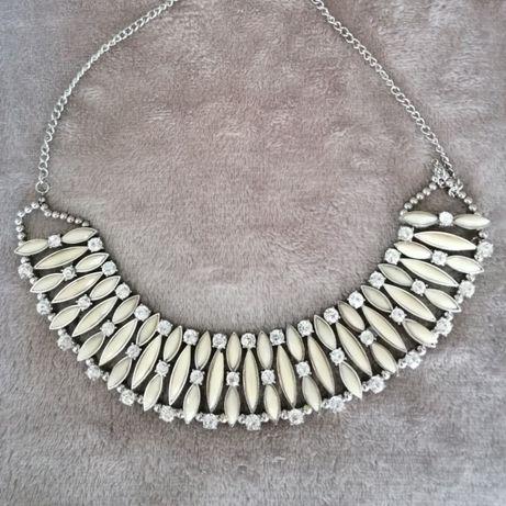 Colar Vintage Branco com Pedras
