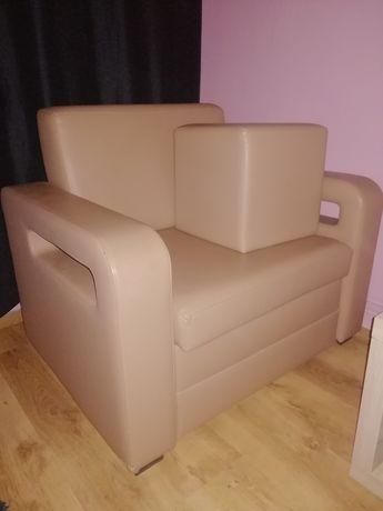 Fotel z pufka rozkladany