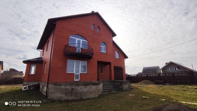 Продаж п'ятикімнатного будинка.