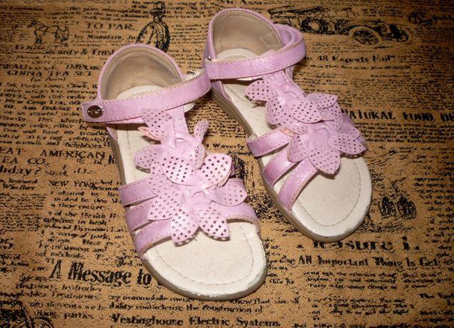 sandały nelli blu CCC 27 dla dziewczynki kwiatuszki na lato różowe