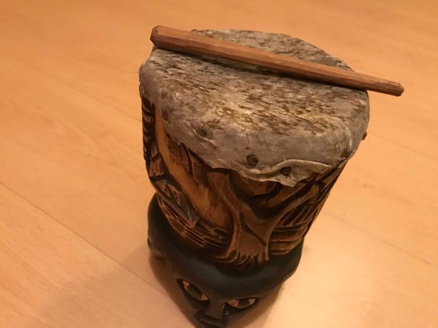 Tambor em madeira africana
