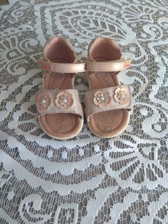 Sandały dla dziewczynki roz 22 Nelly blu