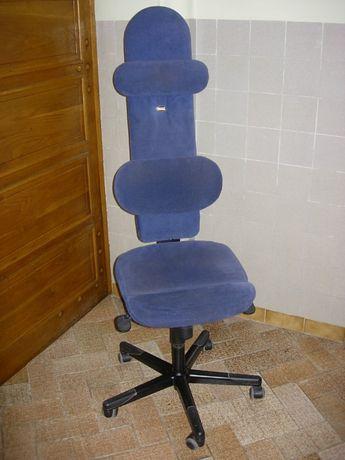 Futurystyczny fotel biurowy
