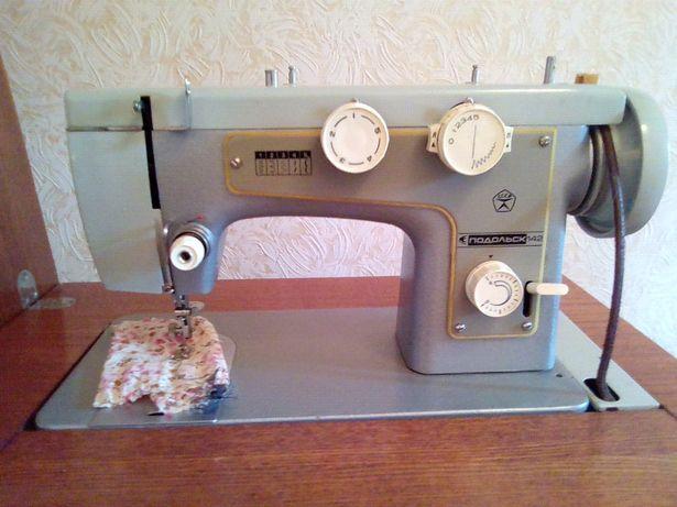 """Швейная машинка """"Подольск 142"""""""