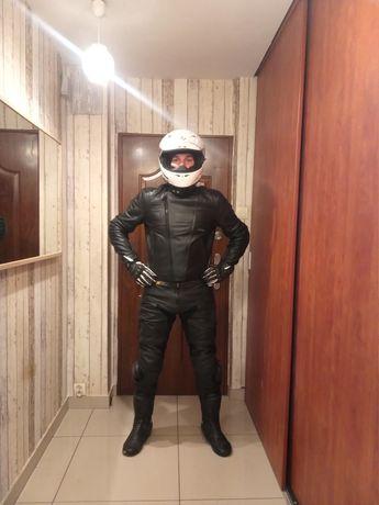Czarna skórzana kurtka z wyciąganymi protektorami motocykl