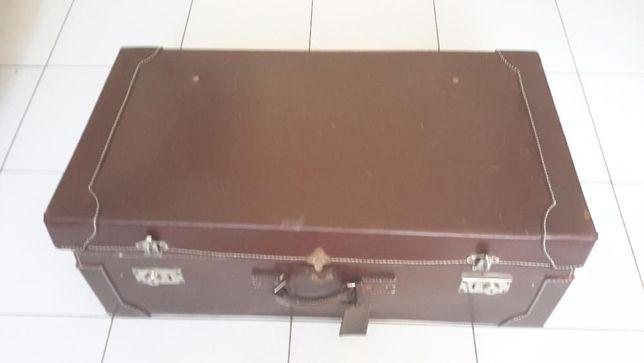 Zabytkowy kufer podróżny - dla kolekcjonera