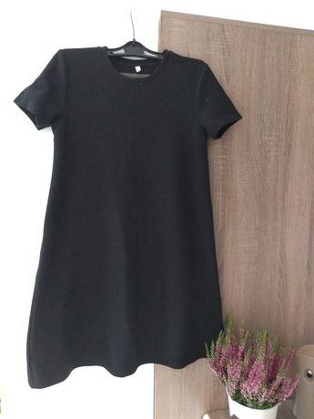 Sukienka mała czarna trapezowa XS Carry
