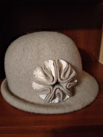 Elegancki kapelusz z szerszym rondem