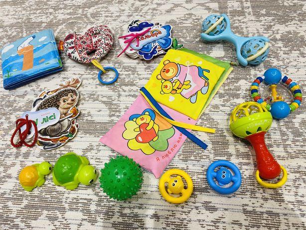 Набор игрушек малышу
