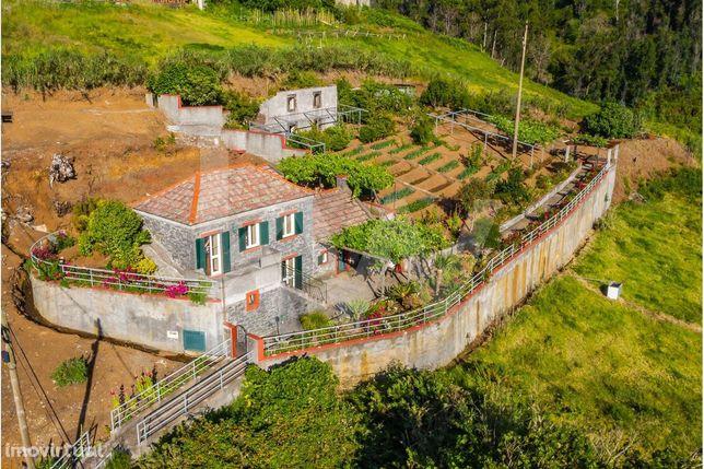 Moradia Recuperada em Pedra com Ruina e 2 Palheiros em  terreno com 17