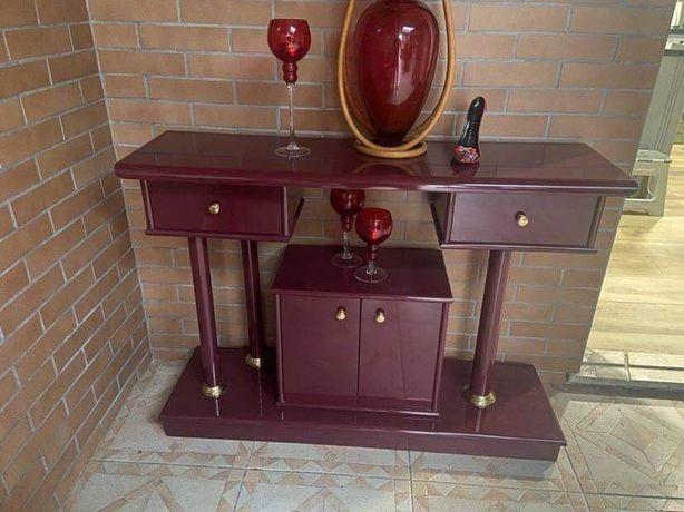 Móvel com 3 gavetas lacado em vermelho escuro (bordeau )
