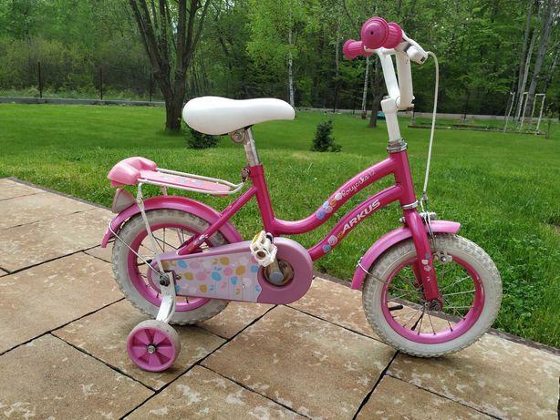 Rower dziecięcy dla dziewczynki.
