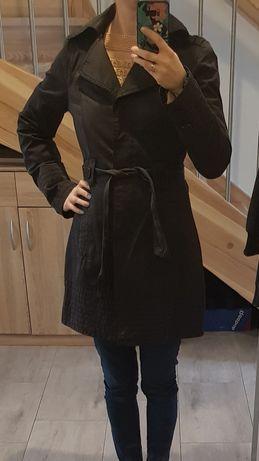 Czarny płaszcz Orsay