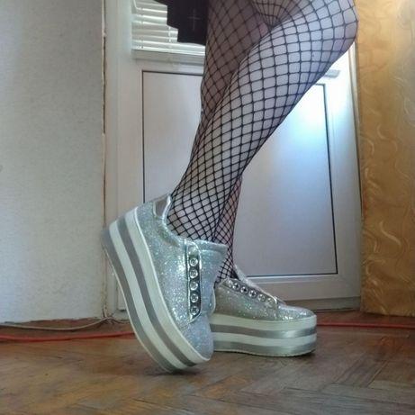 Ботинки на высокой платформе
