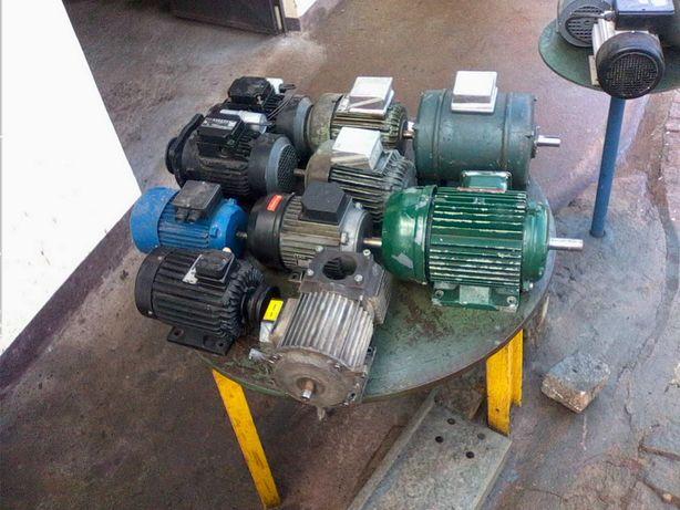 Motores eléctricos trifásico vários