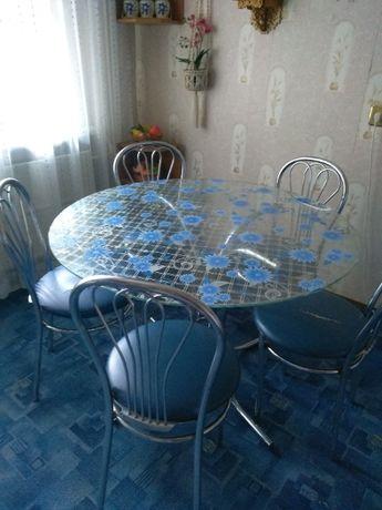 стол стеклянный кухонный на хромированных ножках ,со стульями